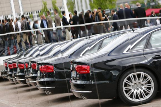"""直到现在,奥迪4s店对公务员购车还有特殊优惠政策,可见它自己也主动往""""官车""""上贴"""