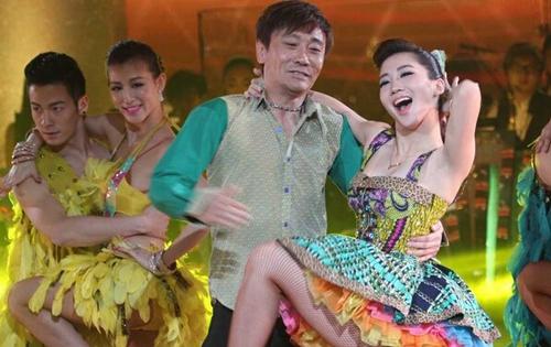 高峰在娱乐节目中展示舞技