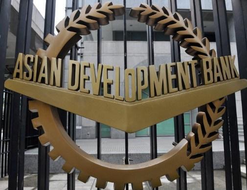 """被外界认为是亚投行""""竞争对手""""的亚洲开发银行担负着教育、医疗、农村发展等任务,基础设施建设方面投入相对不足"""