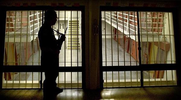 监狱不仅要惩罚人,还要改造人。
