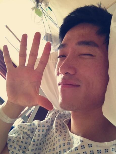 刘翔手术后发微博表态:来日方长