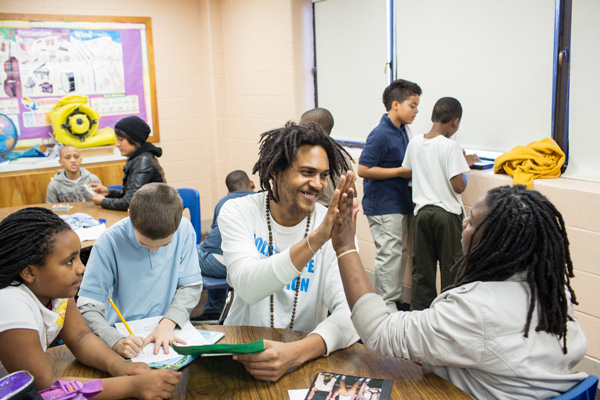 """美国的""""放学后计划"""",政府对低收入家庭的儿童进行教育补偿"""