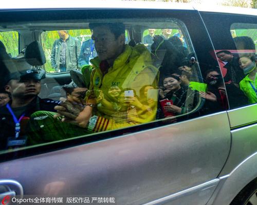 孙杨在宝鸡参加比赛期间享有专车待遇