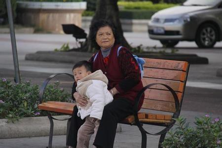 """在中国,""""老人家长""""是非常普遍的现象"""
