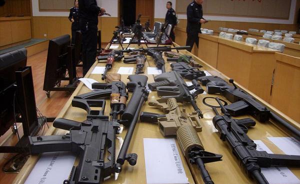 公安机关缴获的仿真枪(资料图)