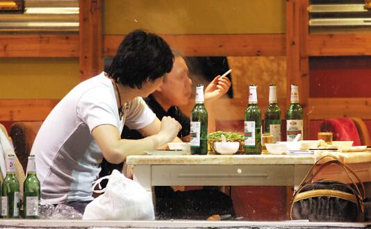 围餐是中国人的社交,散烟是围餐的社交