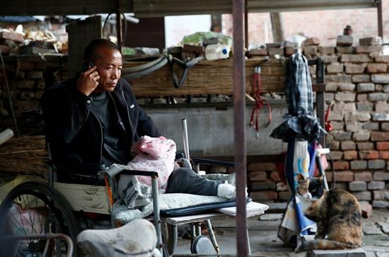 """""""锯腿硬汉""""郑艳良,因引起媒体关注,最终被河北省保定市第二医院接受免费治疗"""