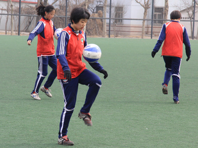 宋庆龄基金会每年对于足校女足的赞助杯水车薪
