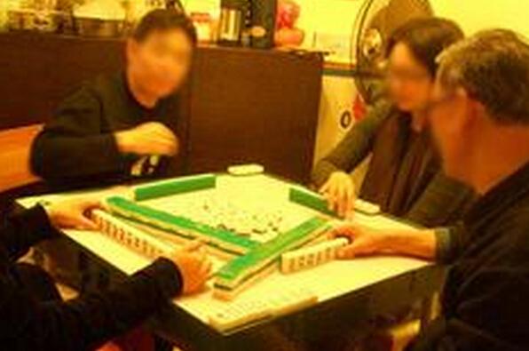 亲友之间带点彩头打麻将很正常,但如果仅是朋友,彩头一定不能大
