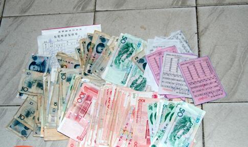 赌资的认定,一直都有难度,除了桌面上的钱物,身上的究竟怎么算,各地标准不一