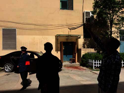 悲剧发生后,和政家园小区四号楼的住户依然在讨论