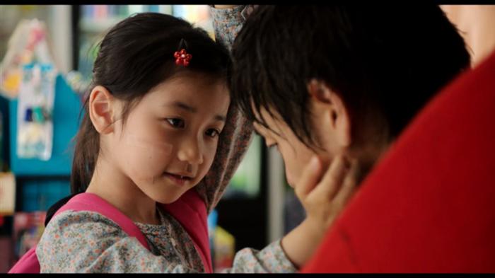 """韩国电影《素媛》讲述了一个未成年少女在遭遇性侵后""""重生""""的故事"""