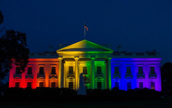 美国最高法院判决同性婚姻合法后,白宫亮起了彩虹灯