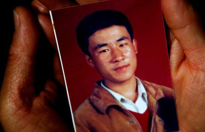 青年呼格吉勒图执行死刑18年后,冤案得到平反,尽管有严打背景,当年律师的有罪辩护依然备受质疑
