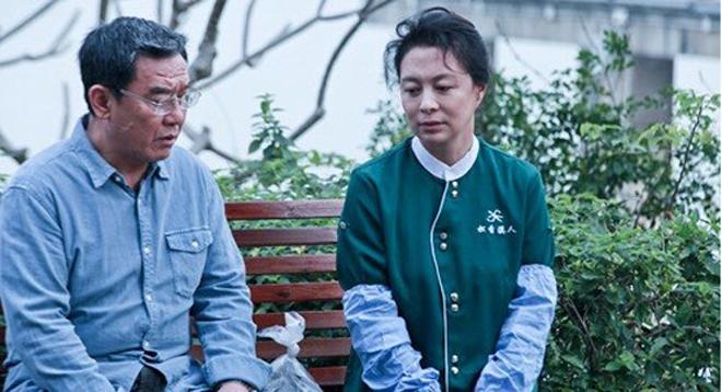 除了情感需求外,丧偶老人一个显著问题是更需要照料,图为电视剧《空巢姥爷》剧照