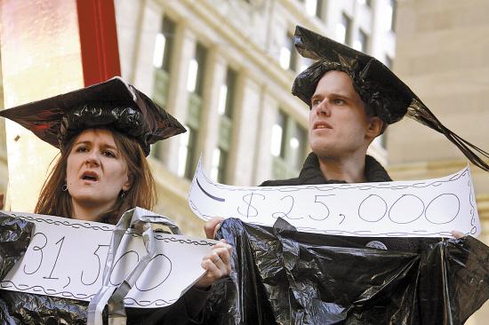 美国学生抗议大学贷款负担过重