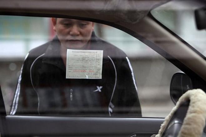 公安部对于交通违法罚款也做了数额限制,而银行的滞纳金则没个顶