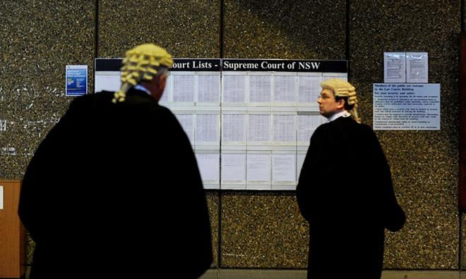 """澳大利亚""""卡民""""针对信用卡拖延费对多家银行提起了集体诉讼"""