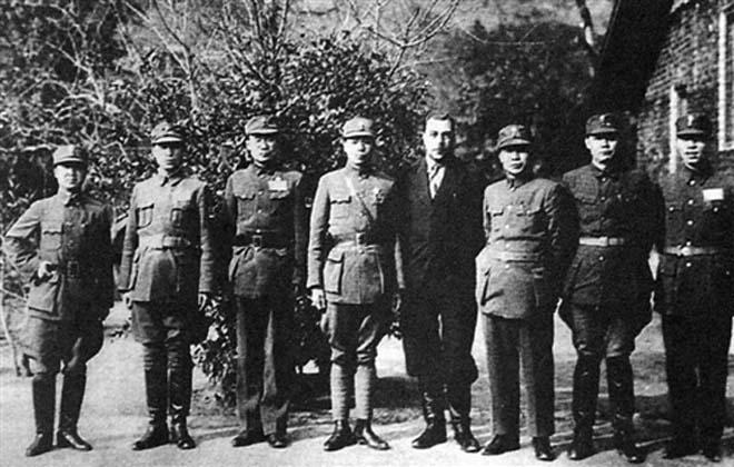 南岳干部训练班部分教员(右二乃叶剑英)