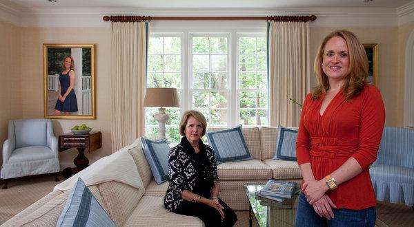 詹妮弗・海耶斯的母亲葛罗瑞娅(图左)支付了女儿冷冻卵子的费用。