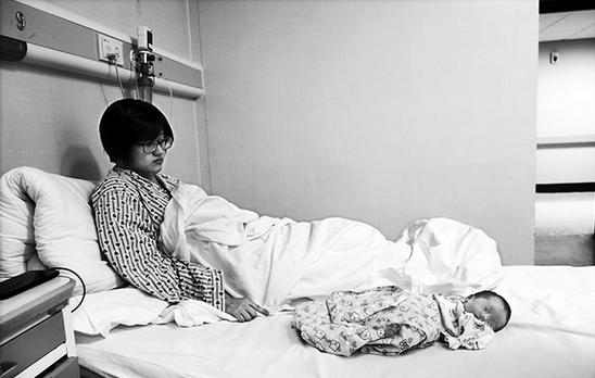 吴霞与男友分手后,仍然决定生下孩子