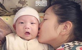 何洁如今注重家庭生活,经常晒宝宝照片