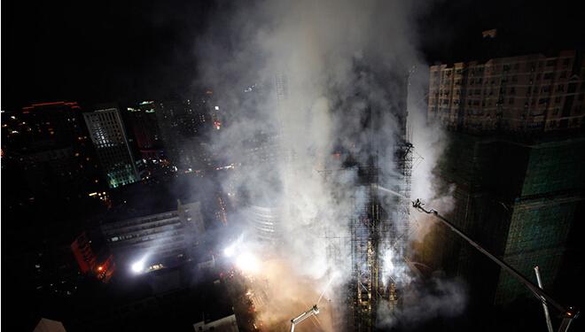 2010年11月15日上海静安区高层住宅大火事故现场
