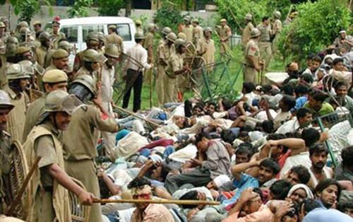 印度失业工人与警方发生流血冲突