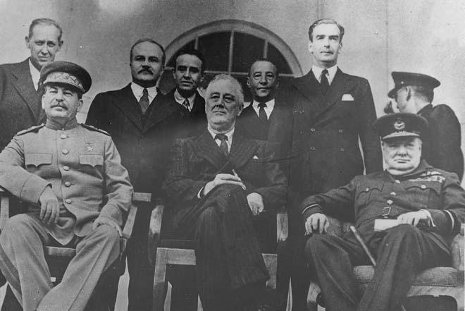 1943年11月,罗斯福、斯大林、丘吉尔合影