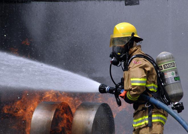 消防员这样人命关天的职业才需要政府来做职业许可