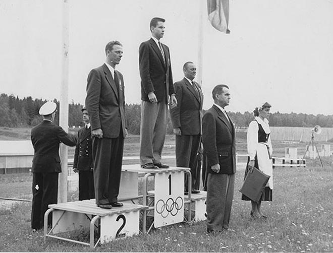 1952年芬兰赫尔辛基奥运会是女性礼仪志愿者首次出现,此后,女性志愿者担任引导员成为传统