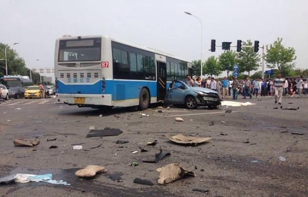 """""""6.20""""宝马撞车案惨烈的车祸现场"""