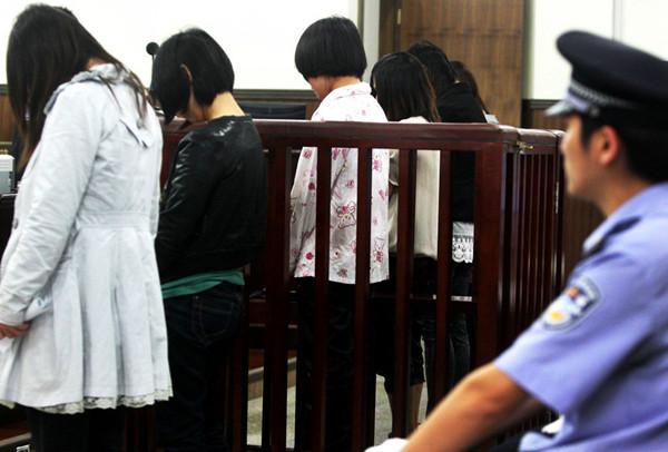 """孕妇盗窃团伙杭州受审,她们很多人不止一次拿""""孕妇""""做挡箭牌了"""
