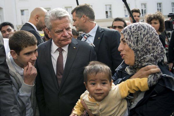 德国总统高克看望叙利亚难民
