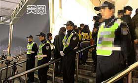 安保人员手中握有放人进场的权力(资料图)