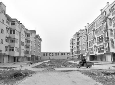 河南新乡红旗区关堤乡油坊堤村新建的社区无人入住