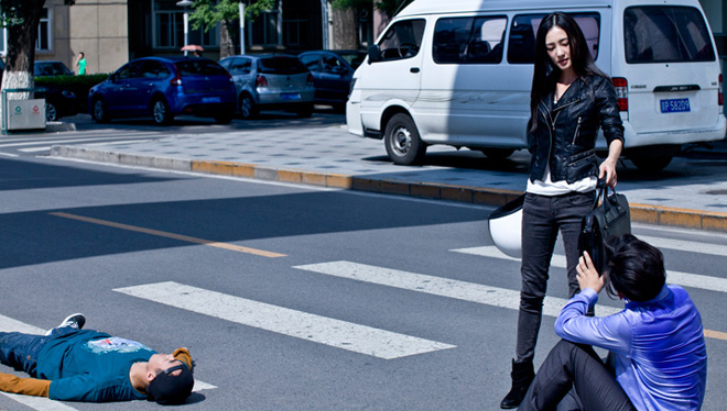 追小偷而发生冲突这种自救案例很常见(图为电影剧照)