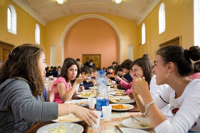 英国校园的学生餐厅