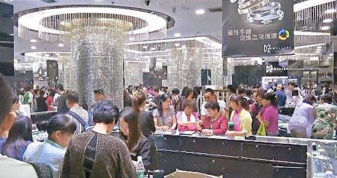事发的香港红�|民乐街D2 Jewellery珠宝店(图片来自网络)