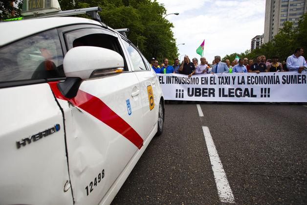 专车管理没有太多经验,图为西班牙出租司机抗议当地的专车