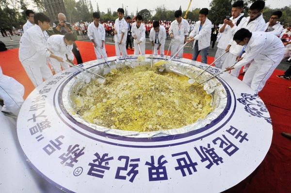 4吨扬州炒饭背后,有多家政府部门策划、站台