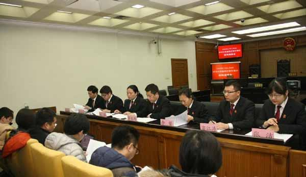 """今年3月,北京二中院举行发布会表示,""""女职工违法生二胎,单位不能随便开除"""""""