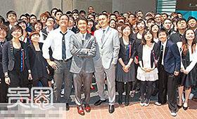 谢霆锋第一次以老板身份出席公司乔迁仪式