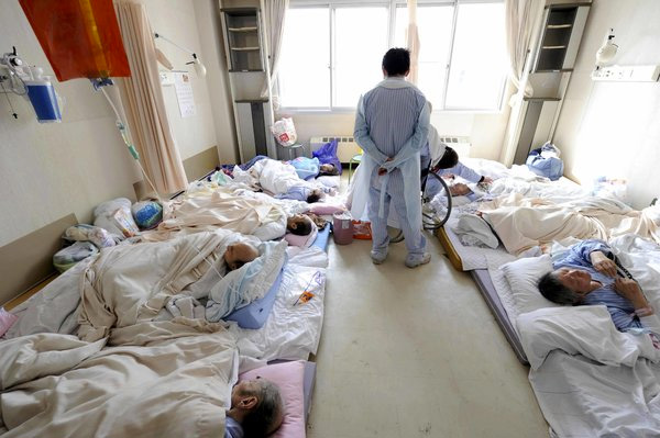福岛事故后,附近的医院疏散了院内的病患,疏散压力导致了许多患者死亡