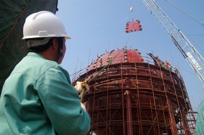 """因为安庆石化,安庆被称为""""全国唯一的厂城一体的石化城市"""",图为安庆石化的炼化项目"""