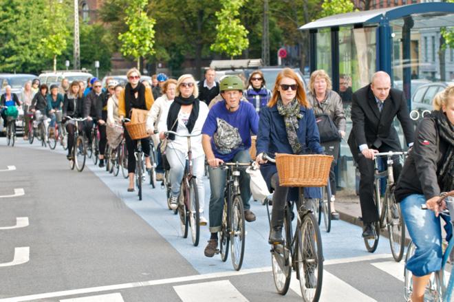丹麦首都哥本哈根,许多人使用自行车出行是为了保护环境减少碳排放