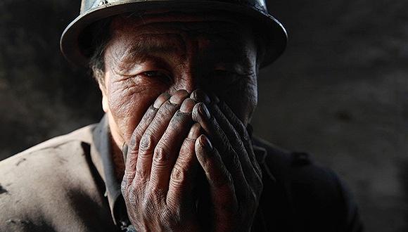 矿工佩戴基本的防护设备,并不是一个需要等待的问题