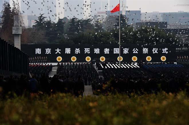 2015年12月13日,南京大屠杀死难者国家公祭仪式上放飞和平鸽