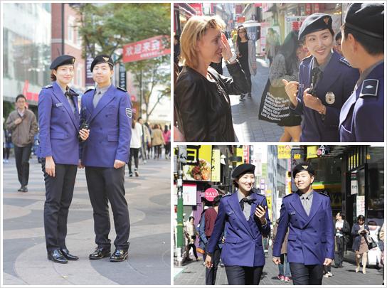 韩国街头穿着蓝色外套、头戴黑贝雷帽的观光警察
