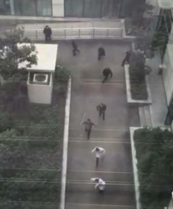 """武汉反恐演习的图片被当作这次""""医闹打砸医生""""的图片"""